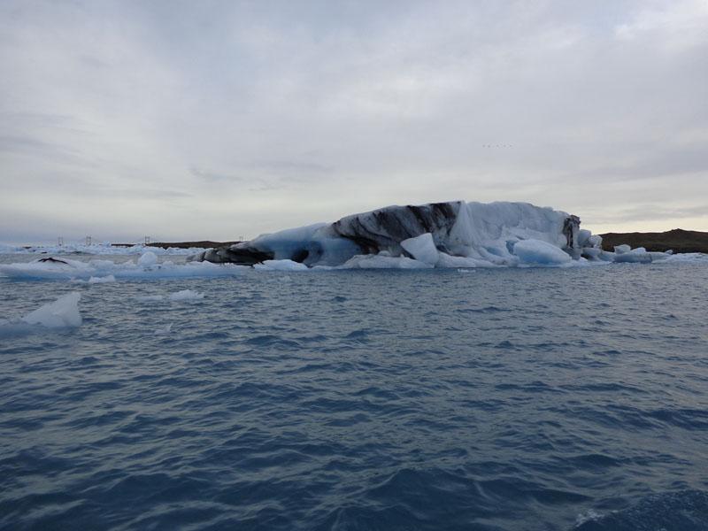 Плаване с амфибия в ледниковото езеро Йокулсарлон