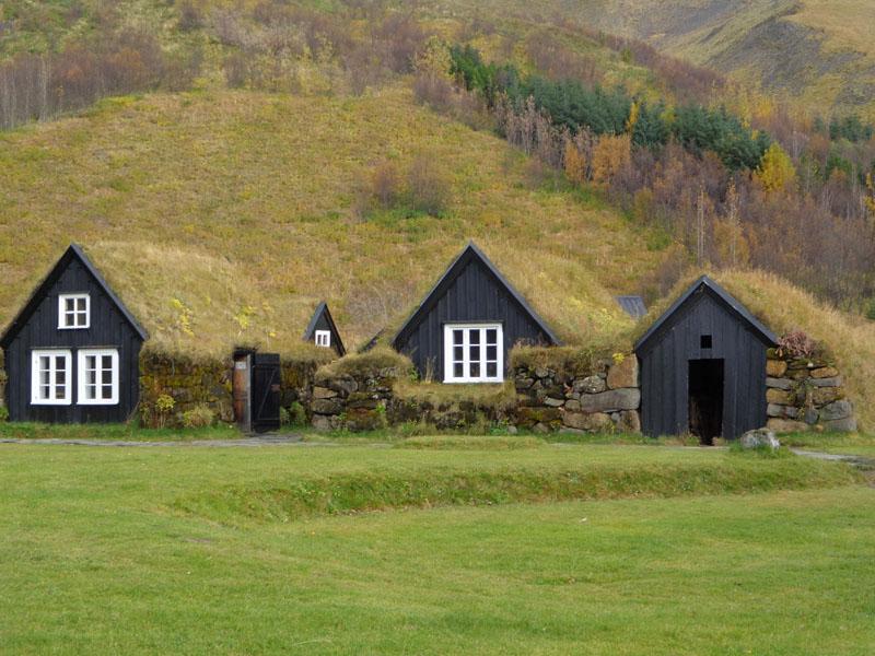 Традиционни исландски къщи в Етнографския музей на град Скогар