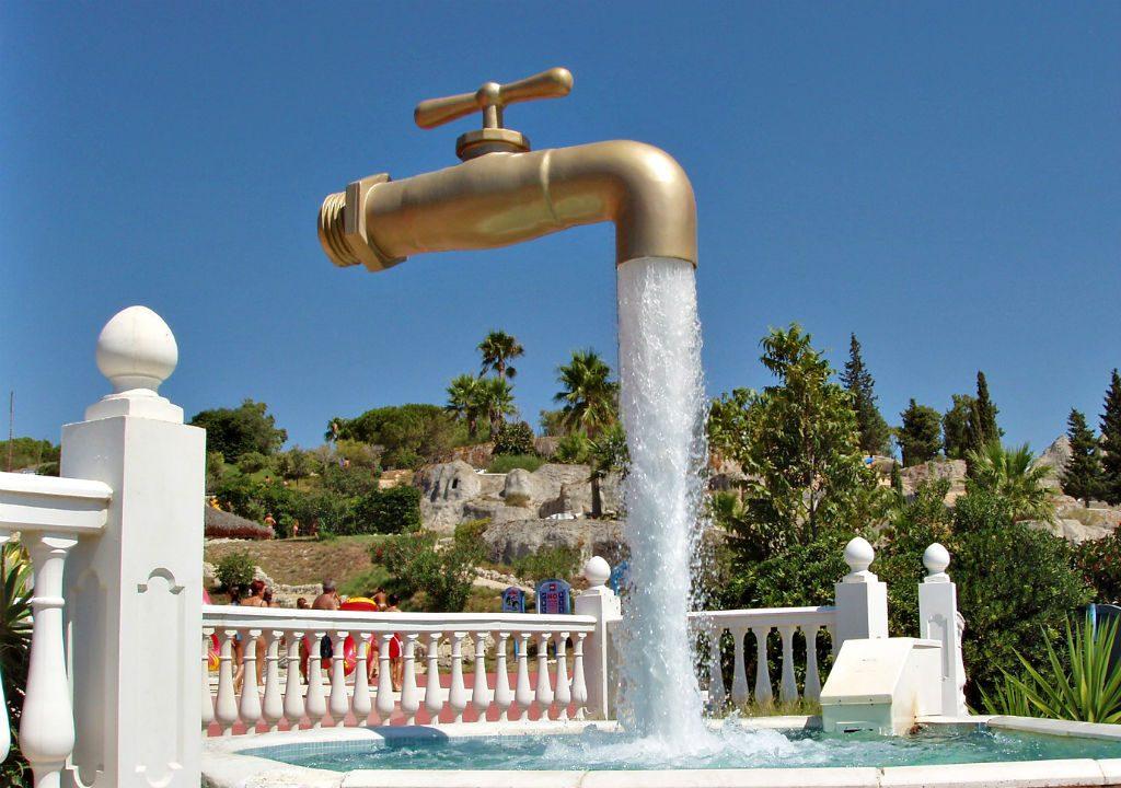 Топ 10 на най-странните фонтани по света 2
