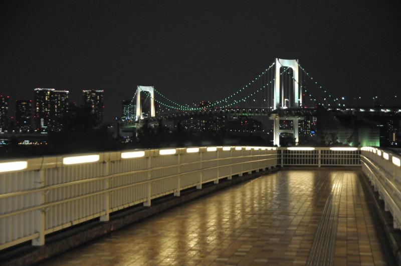 """Мостът на дъгата в кв. """"Одайба"""", Токио"""