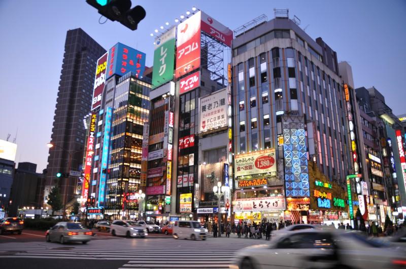 """Токио, прочутото кръстовище с пет пешеходни пътеки в кв. """"Шибуя"""""""