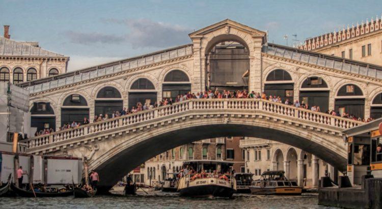 Карнавалът във Венеция – грандиозен и великолепен