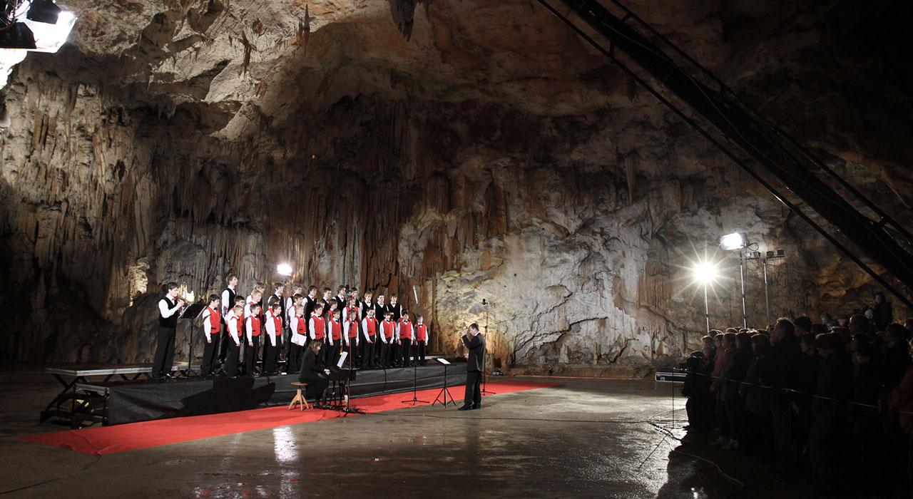 Незабравимата пещера Постойна 8