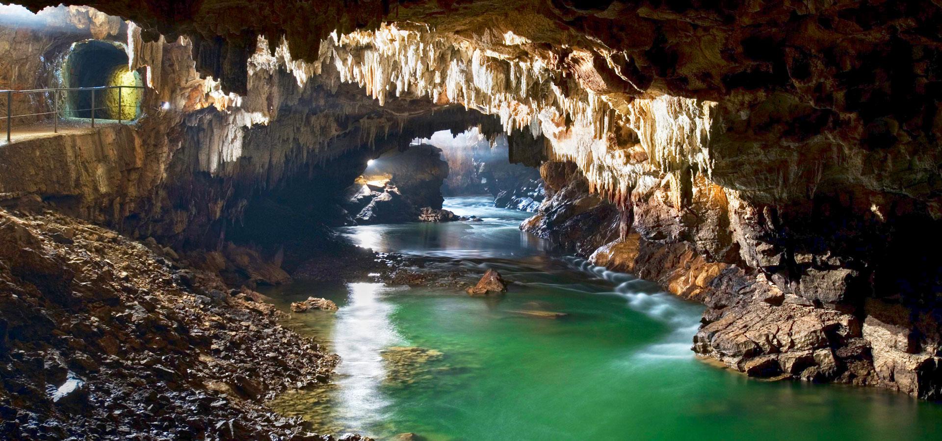 Незабравимата пещера Постойна 1