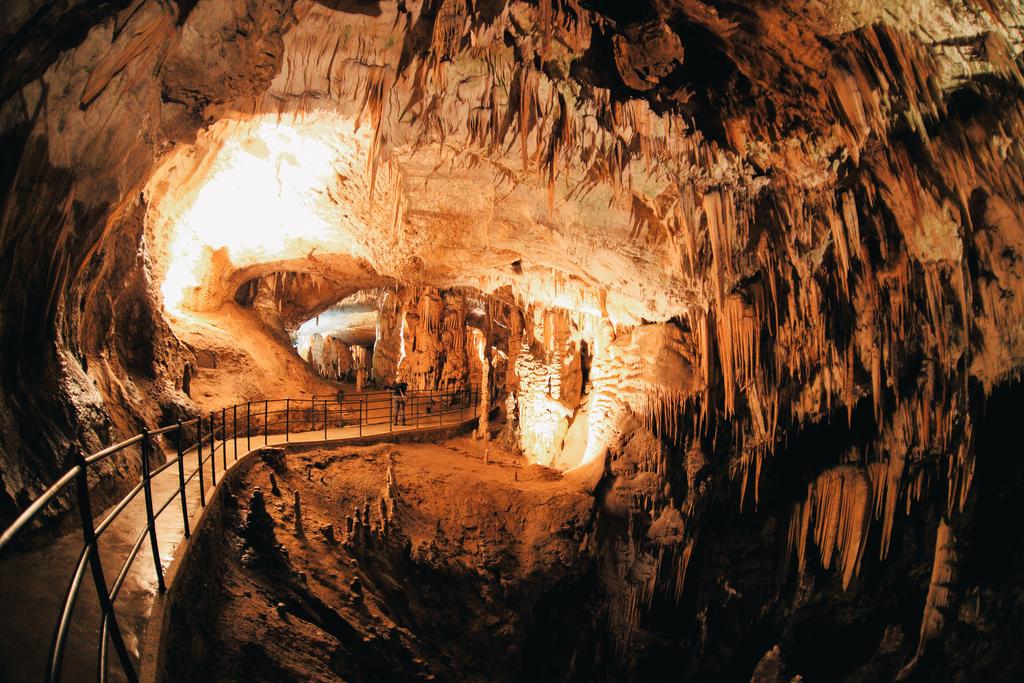 Незабравимата пещера Постойна 3