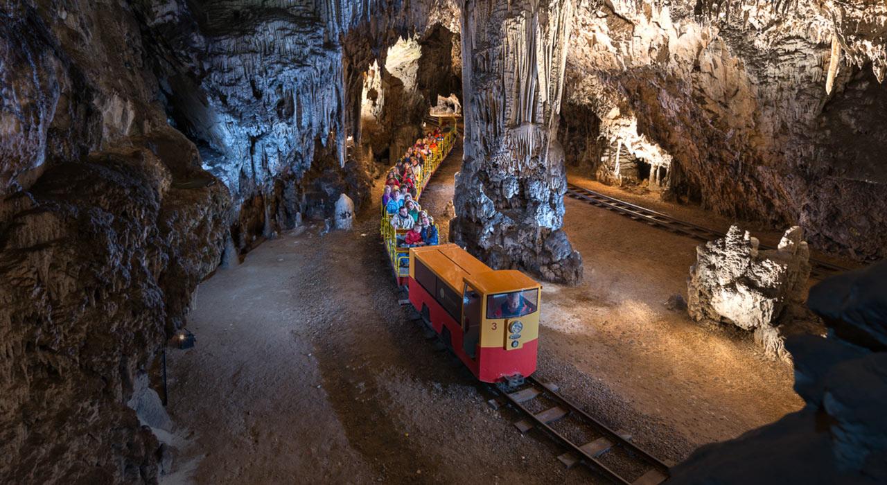 Незабравимата пещера Постойна 4