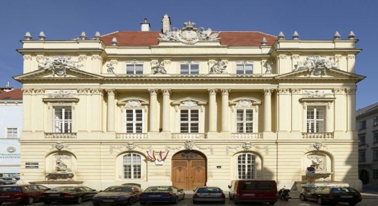 Виена – от шумните улици към тихите вътрешни дворове