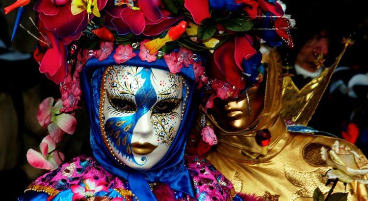Карнавалният ангел прелита над Венеция