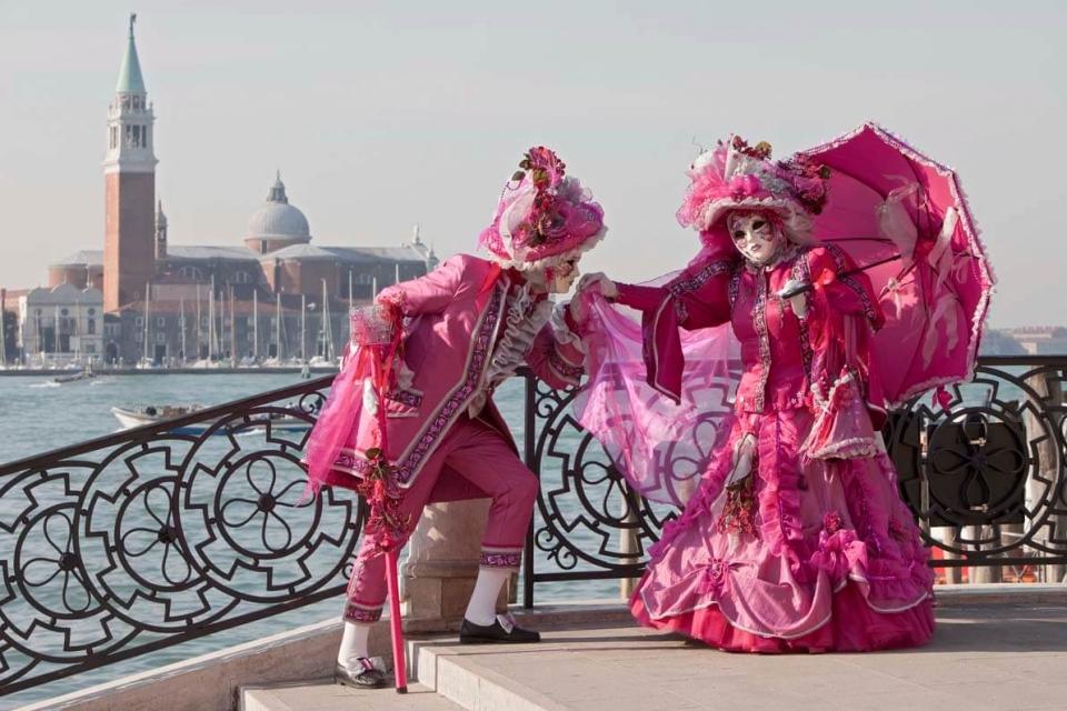 Карнавалният ангел прелита над Венеция 1