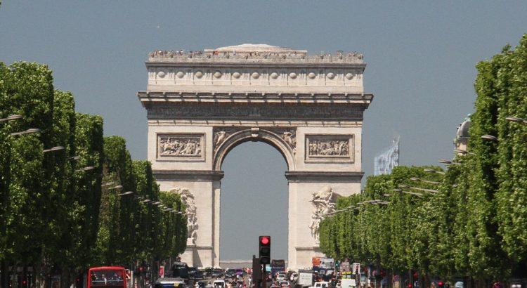 Триумфалната арка, опакована