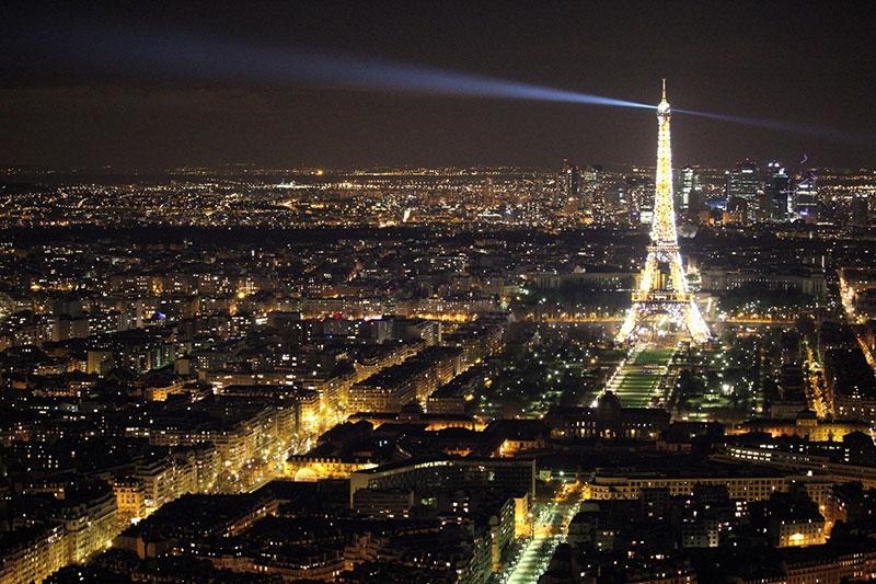Как празнуват Нова Година в Париж? 1