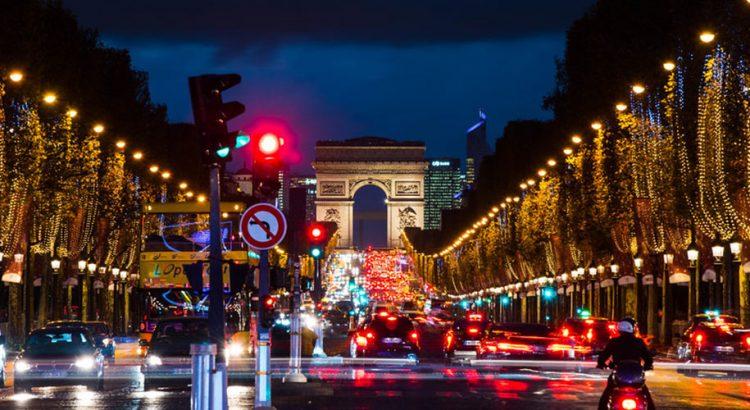Как празнуват Нова Година в Париж?