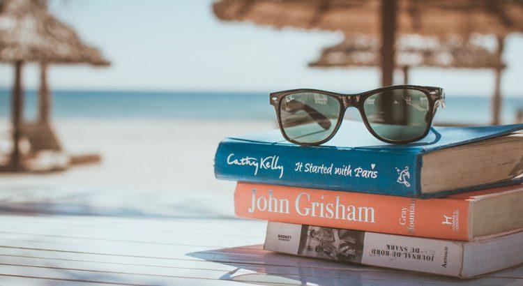 5 книги, които да вземем със себе си по време на лятната почивка