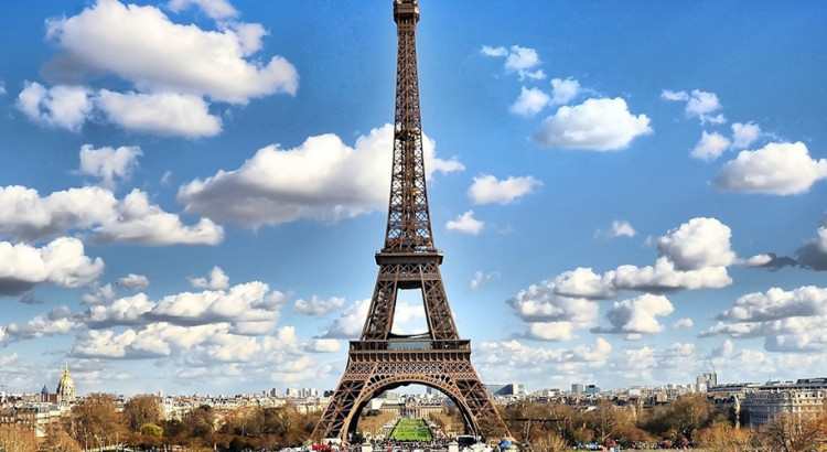 Айфеловата кула отваря за туристи