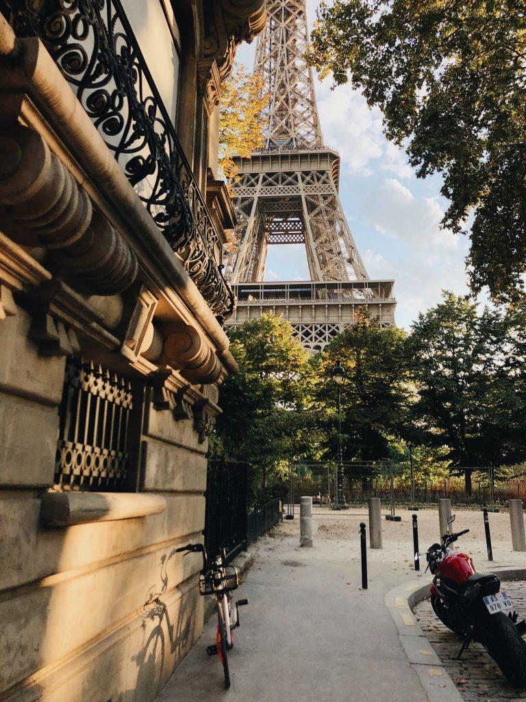 Айфеловата кула отваря за туристи  2